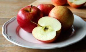 Buah Apel Makanan Burung Kenari